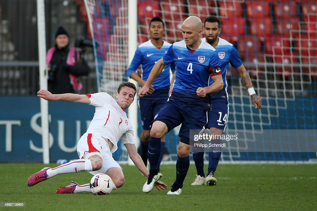 <a gi-track='captionPersonalityLinkClicked' href=/galleries/search?phrase=Fabian+Frei&family=editorial&specificpeople=4783637 ng-click='$event.stopPropagation()'>Fabian Frei</a> of Switzerland (L) fights for the ball with <a gi-track='captionPersonalityLinkClicked' href=/galleries/search?phrase=Michael+Bradley+-+Soccer+Player&family=editorial&specificpeople=7022299 ng-click='$event.stopPropagation()'>Michael Bradley</a> of the USA during the international friendly match between Switzerland and the United States at Stadium Letzigrund on March 31, 2015 in Zurich, Switzerland.