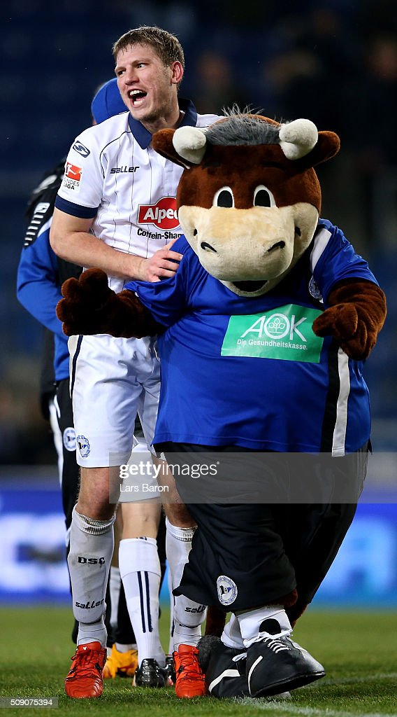 <a gi-track='captionPersonalityLinkClicked' href=/galleries/search?phrase=Fabian+Klos&family=editorial&specificpeople=7658450 ng-click='$event.stopPropagation()'>Fabian Klos</a> of Bielefeld celebrates after winning the Second Bundesliga match between Arminia Bielefeld and MSV Duisburg at Schueco Arena on February 8, 2016 in Bielefeld, Germany.