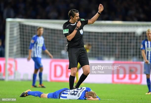 Fabian Lustenberger of Hertha BSC and referee Deniz Aytekin during the game between Hertha BSC and Bayer 04 Leverkusen on september 20 2017 in Berlin...