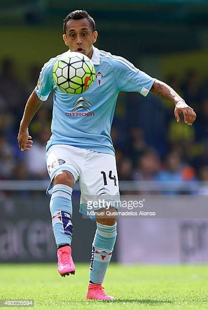 Fabian Orellana of Celta runs with the ball during the La Liga match between Villarreal CF and RC Celta de Vigo at El Madrigal Stadium on October 18...
