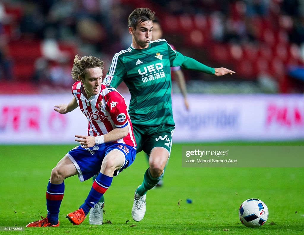 Fabian Ruiz Pena of Real Betis Balompie duels for the ball with Halilovic of Real Sporting de Gijon during the Copa del Rey Round of 32 match between Real Sporting de Gijon and Real Betis Balompie at Estadio El Molinon on December 15, 2015 in Gijon, Spain.