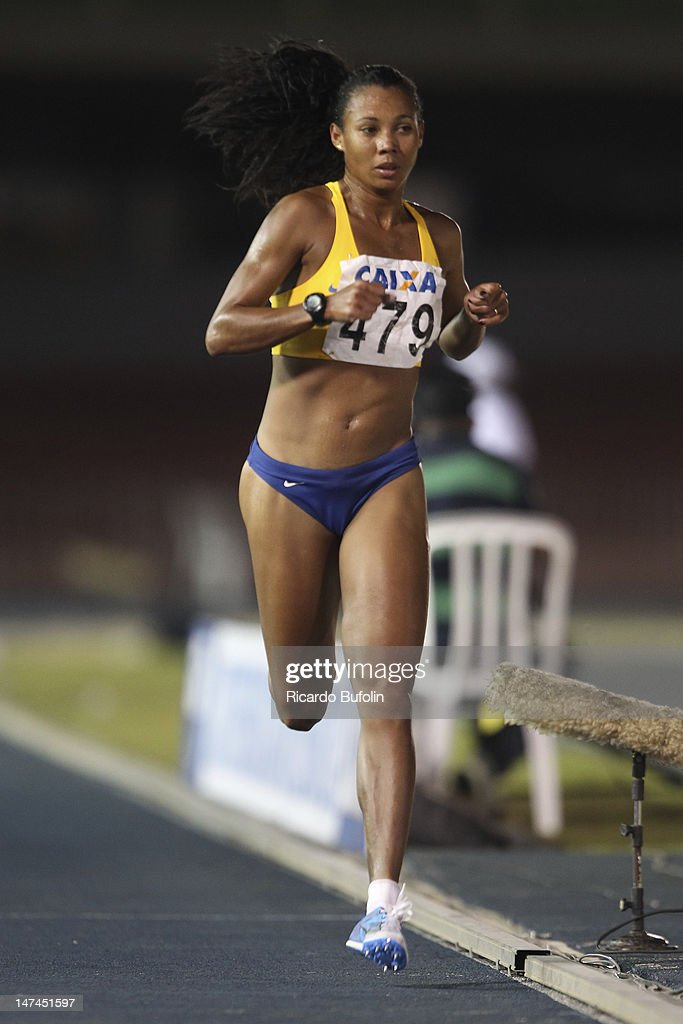 Fabiana Cristine da Silva, from Brazil, competes in the 5000 Meters Final event during the third day of the Trofeu Brazil/Caixa 2012 Track and Field Championship, at êcaro de Castro Mello Stadium on June 29, 2012 in Ibirapuera, Sao Paulo, Brazil.