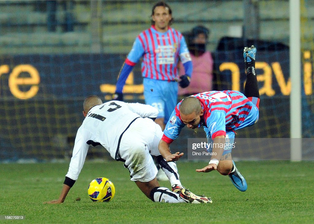 Fabiano Santacroce (L) of Parma FC competes with Giuseppe Bellusci of Catania Calcio during the TIM Cup match between Parma FC and Catania Calcio at Stadio Ennio Tardini on December 12, 2012 in Parma, Italy.