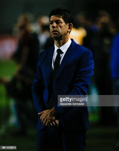 Fabiano Soares hed coach of Atletico PR in action during the match between Sao Paulo v Atletico PR for the Brasileirao Series A 2017 at Pacaembu...