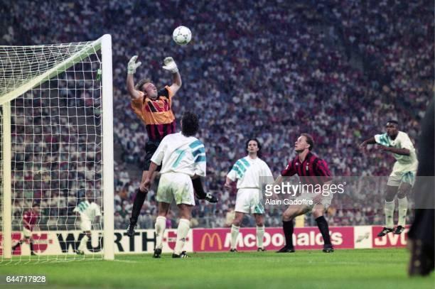 Fabien BARTHEZ / Jean Pierre PAPIN Milan AC / Marseille Finale de la Ligue des Champions 1993 Photo Alain Gadoffre / Icon Sport