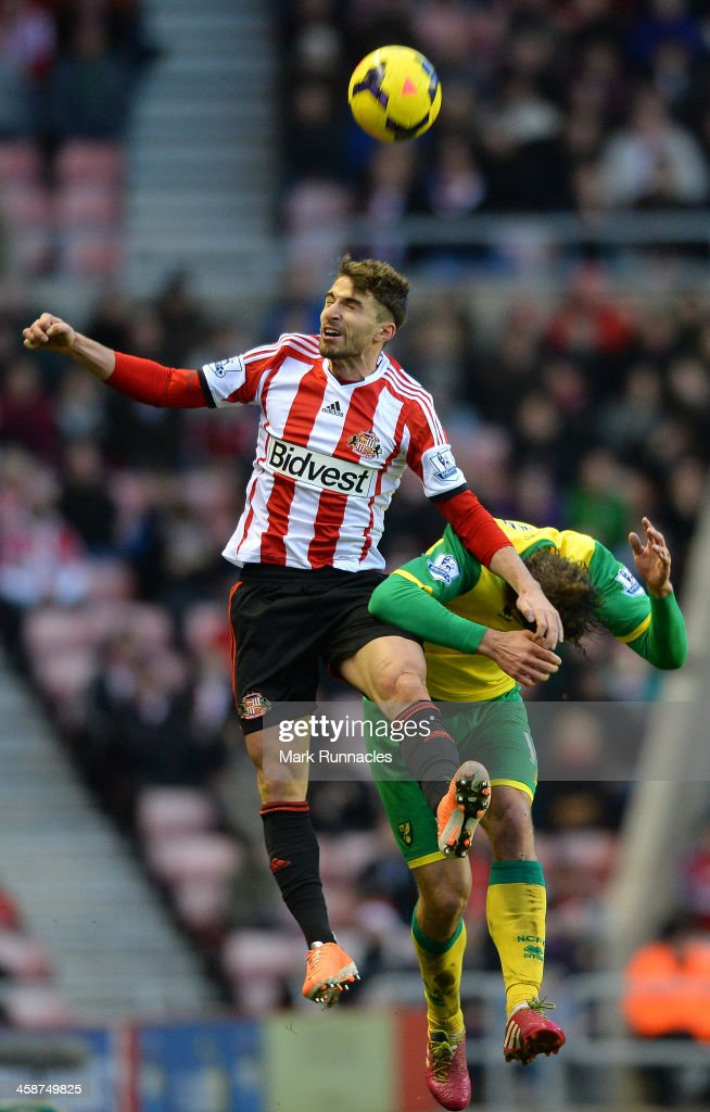 <a gi-track='captionPersonalityLinkClicked' href=/galleries/search?phrase=Fabio+Borini&family=editorial&specificpeople=5565045 ng-click='$event.stopPropagation()'>Fabio Borini</a> (L) of Sunderland and <a gi-track='captionPersonalityLinkClicked' href=/galleries/search?phrase=Johan+Elmander&family=editorial&specificpeople=553763 ng-click='$event.stopPropagation()'>Johan Elmander</a> of Norwich City battle for the ball during the Barclays Premier League match between Sunderland and Norwich City at the Stadium of Light on December 21, 2013 in Sunderland, England.