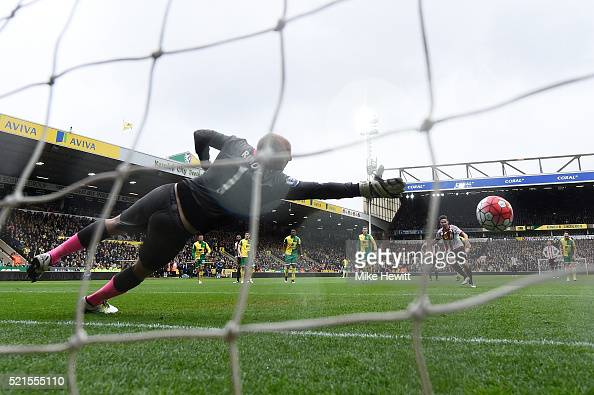 Fabio Borini of Sunderland scores the opening goal from the penalty spot during the Barclays Premier League match between Norwich City and Sunderland...