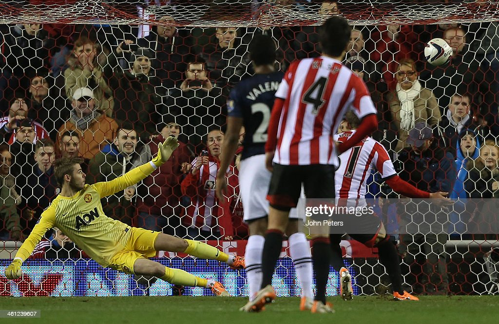 Fabio Borini of Sunderland scores their second goal during the Capital One Cup Semi-Final first leg between Sunderland and Manchester United at Stadium of Light on January 7, 2014 in Sunderland, England.