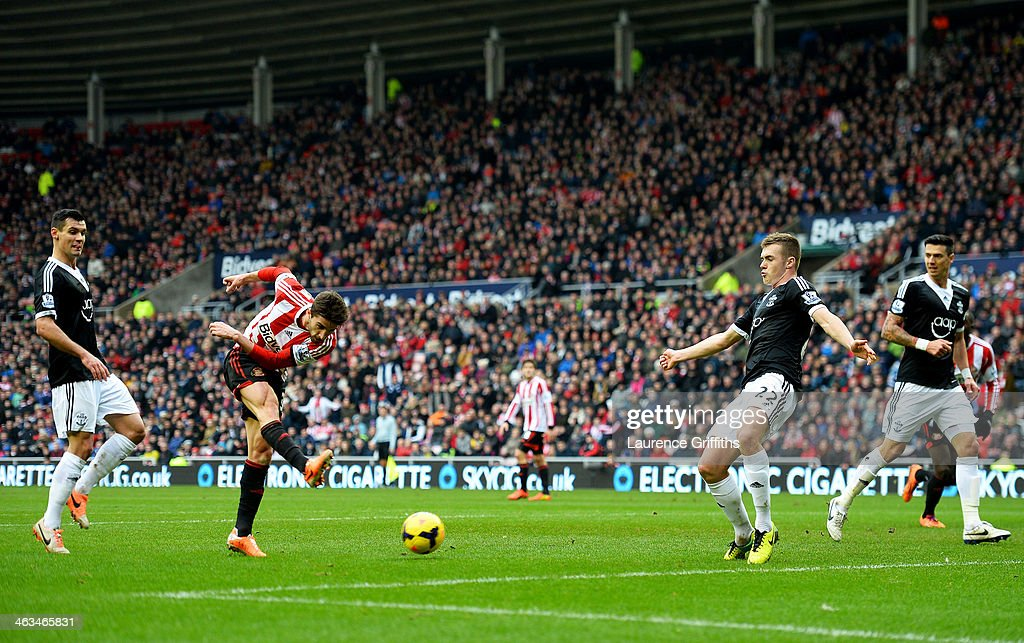 Fabio Borini of Sunderland (2L) shoots to scores their first goal during the Barclays Premier League match between Sunderland and Southampton at Stadium of Light on January 18, 2014 in Sunderland, England.