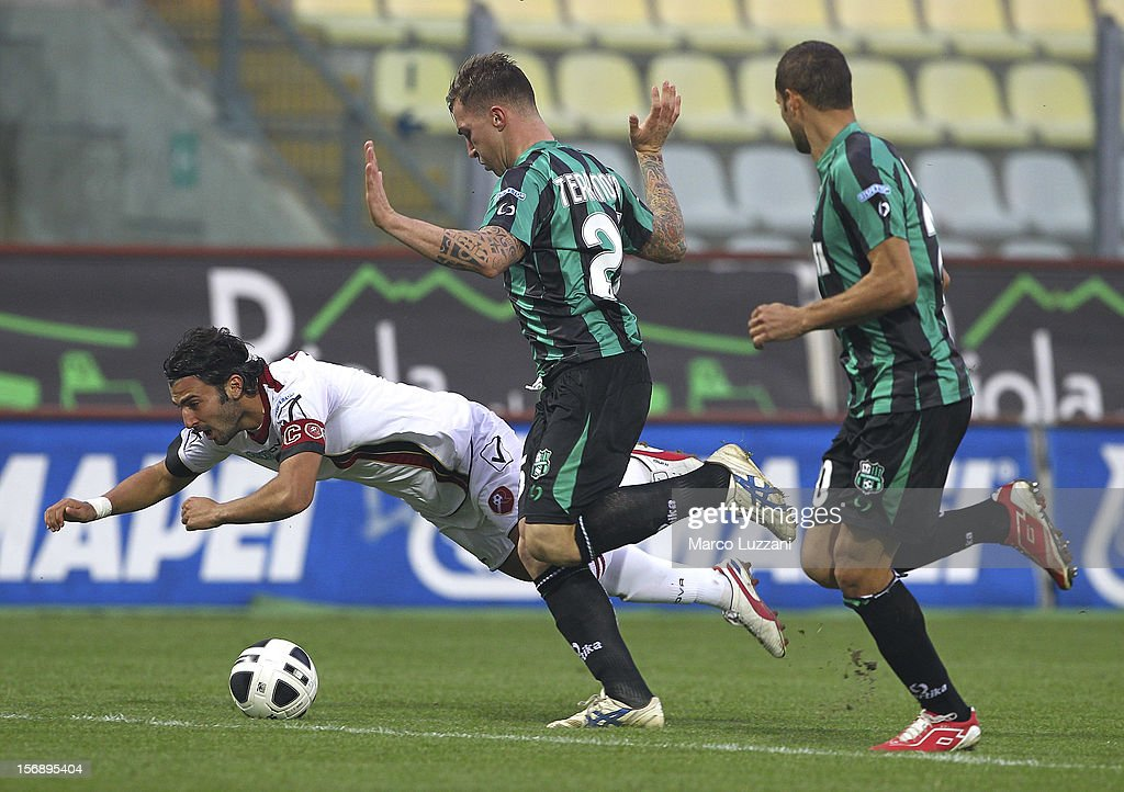 Fabio Ceravolo (L) of Reggina Calcio competes for the ball Emanuele Terranova (C) of US Sassuolo during the Serie B match between US Sassuolo and Reggina Calcio at Alberto Braglia Stadium on November 24, 2012 in Modena, Italy.