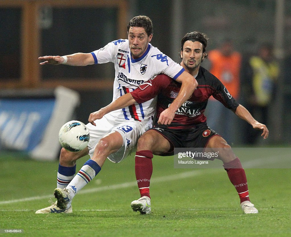 Fabio Ceravolo of Reggina competes for the ball with Andrea Rispoli of Sampdoria during the Serie B match between Reggina Calcio and UC Sampdoria at...