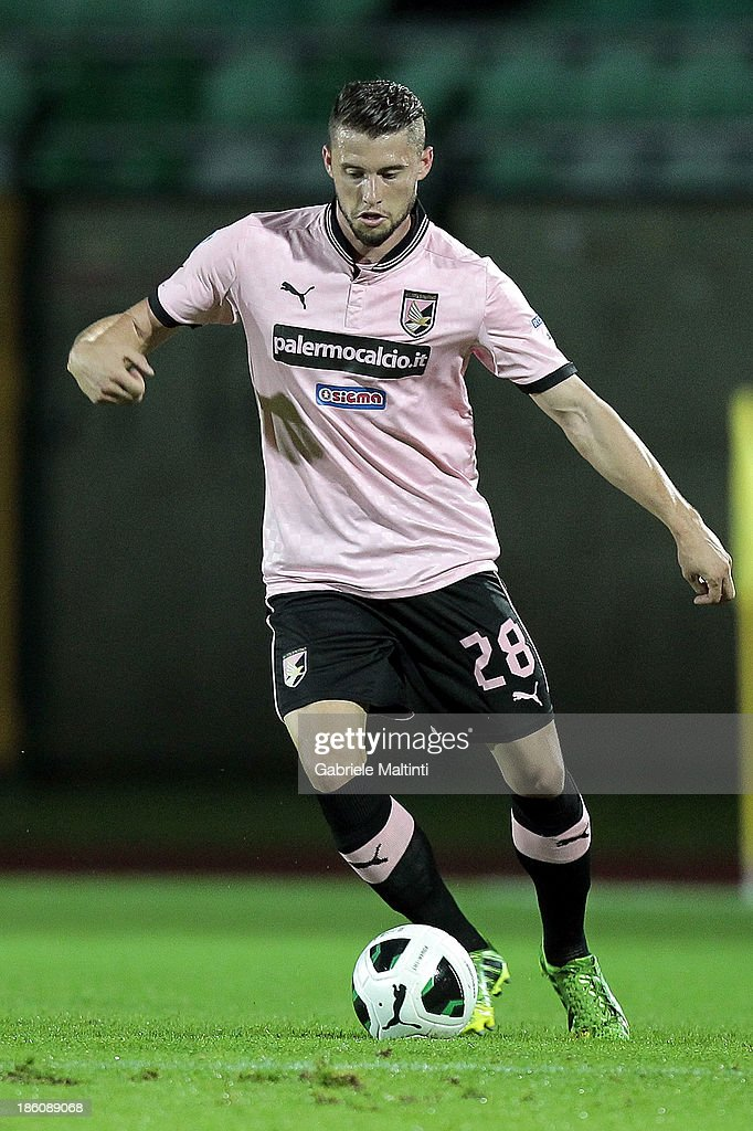 Fabio Daprela' of US Citta' di Palermo in action during the Serie B match between AC Siena and US Citta di Palermo at Artemio Franchi - Mps Arena on October 21, 2013 in Siena, Italy.