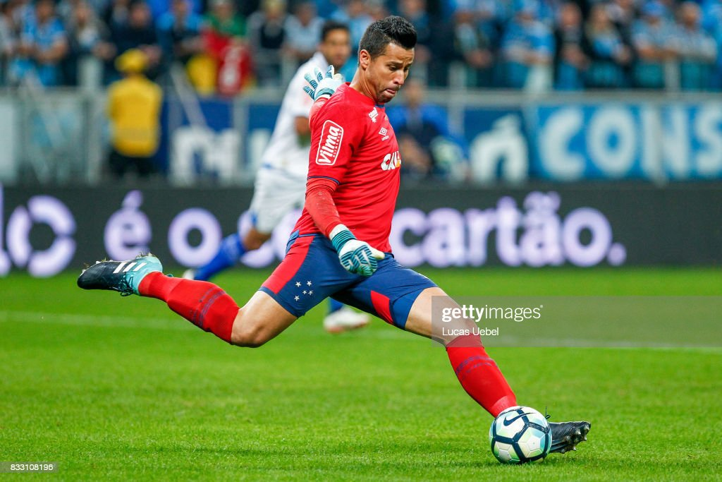 Fabio, goalkeeper of Cruzeiro during the Gremio v Cruzeiro match, part of Copa do Brasil Semi-Finals 2017, at Arena do Gremio on August 16, 2017 in Porto Alegre, Brazil.