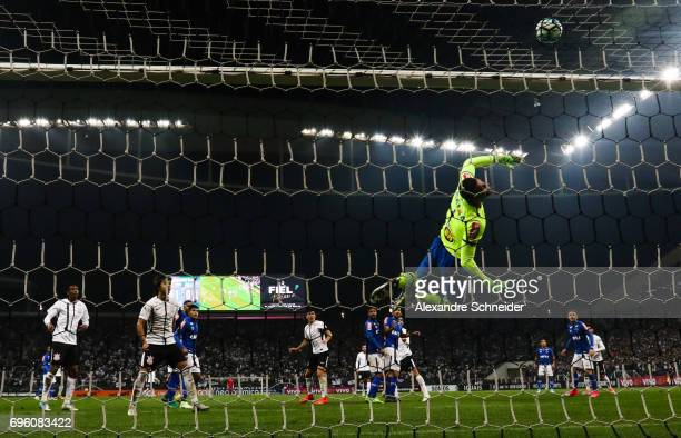 Fabio goalkeeper of Cruzeiro in action during the match between Corinthians and Cruzeiro for the Brasileirao Series A 2017 at Arena Corinthians...