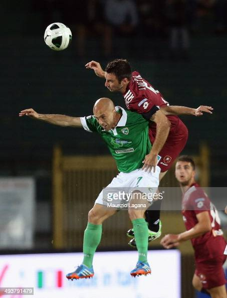 Fabio Lucioni of Reggina competes for the ball in air with Andrea Soncin of Avellino during the Serie B match between US Avellino and Reggina Calcio...