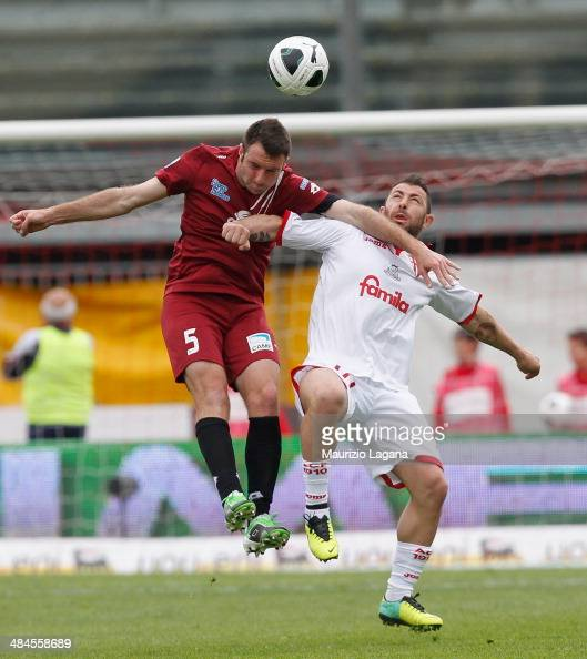 Fabio Lucioni of Reggina competes for the ball in air with Daniele Vantaggiato of Padova during the Serie B match between Calcio Padova and Reggina...