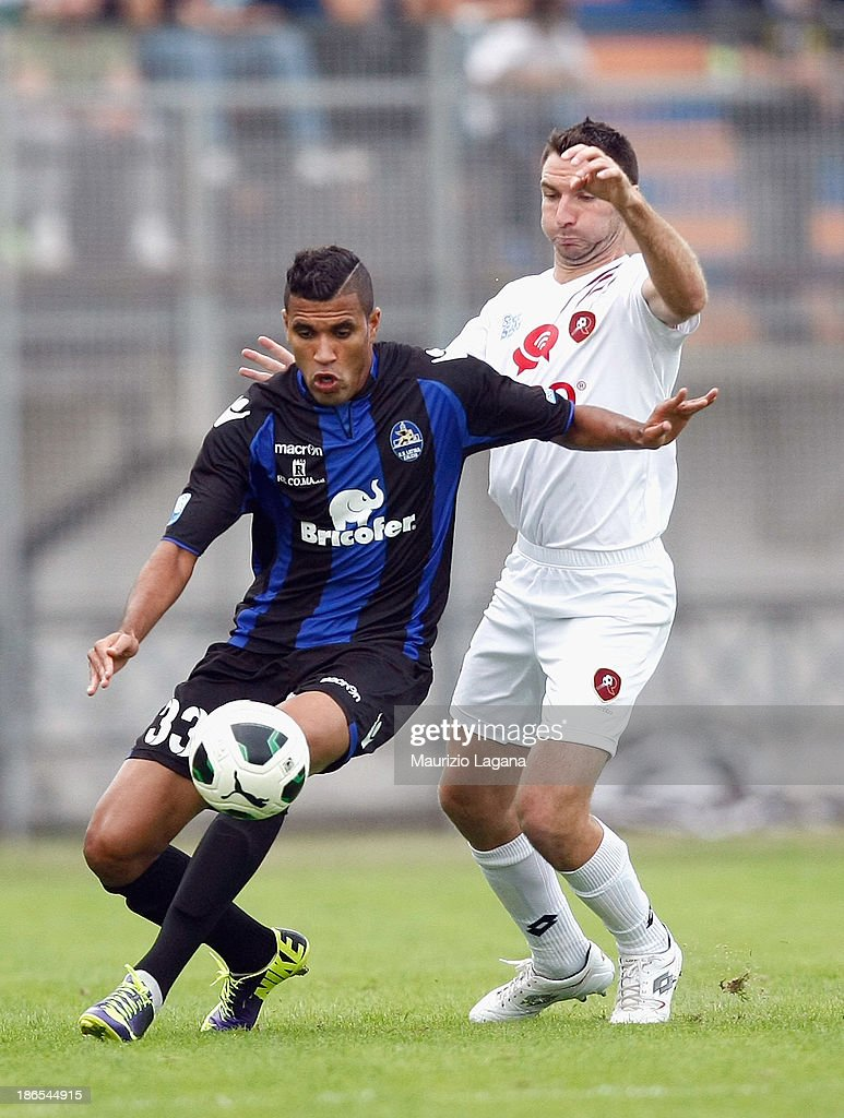 Fabio Lucioni (R) of Reggina competes for the ball with Jonathas of Latina during the Serie B match between US Latina and Reggina Calcio at Stadio Domenico Francioni on November 1, 2013 in Latina, Italy.