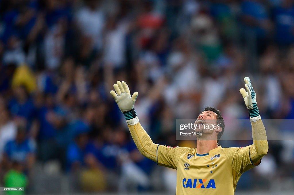 Fabio #1 of Cruzeiro a match between Cruzeiro and Sport Recife as part of Brasileirao Series A 2017 at Mineirao stadium on August 20, 2017 in Belo Horizonte, Brazil.