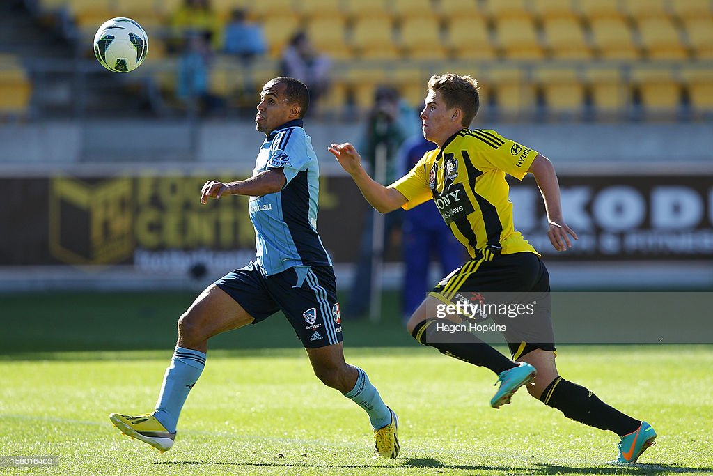 Fabio of Sydney FC looks to comtrol the ball under pressure from Tyler Boyd of the Phoenix during the round 10 A-League match between Wellington Phoenix and Sydney FC at Westpac Stadium on December 9, 2012 in Wellington, New Zealand.