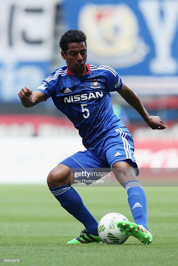 Fabio of Yokohama F.Marinos in action during the J.League match between Nagoya Grampus and Yokohama F.Marinos at the Toyota Stadium on May 4, 2016 in Toyota, Aichi, Japan.