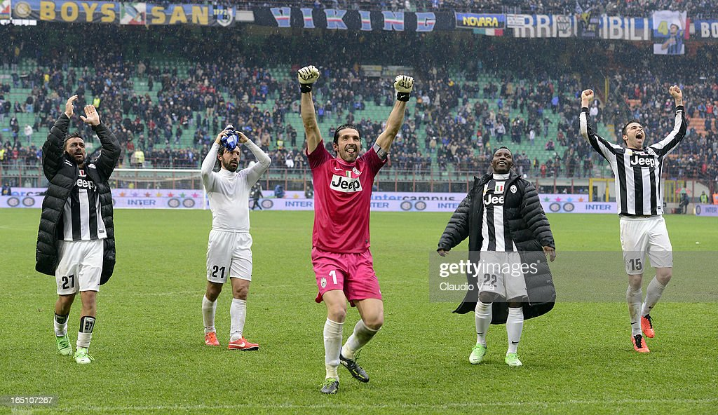 Fabio Quagliarella, Andrea Pirlo, Gianluigi Buffon, Kwadwo Asamoah and Andrea Barzagli of Juventus celebrate victory after the Serie A match between FC Internazionale Milano and Juventus FC at San Siro Stadium on March 30, 2013 in Milan, Italy.