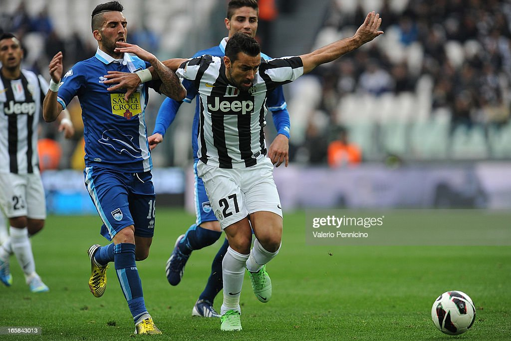 <a gi-track='captionPersonalityLinkClicked' href=/galleries/search?phrase=Fabio+Quagliarella&family=editorial&specificpeople=864022 ng-click='$event.stopPropagation()'>Fabio Quagliarella</a> (R) of Juventus is challenged by Giuseppe Rizzo of Pescara during the Serie A match between Juventus and Pescara at Juventus Arena on April 6, 2013 in Turin, Italy.