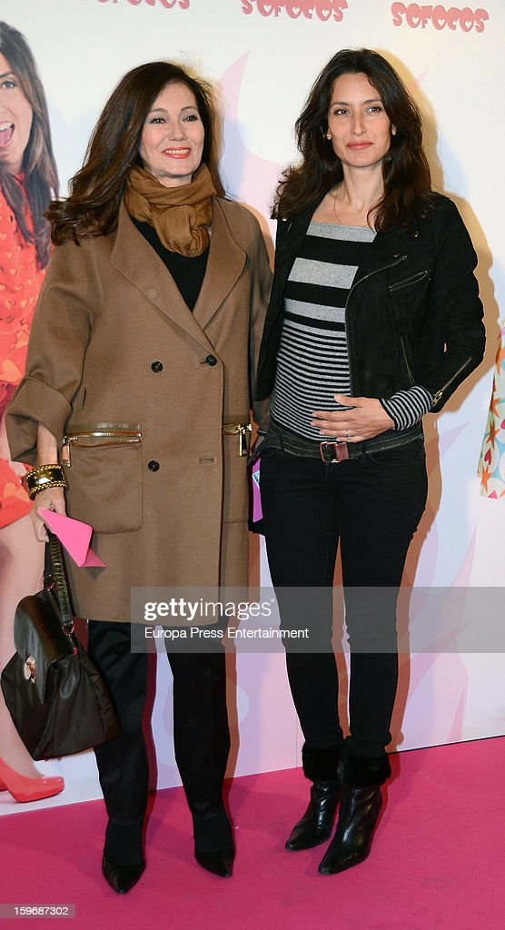 Fabiola Toledo (L) and Liuva Toledo (R) attend 'Sofocos' theatre play premiere at Nuevo Apolo Theatre on January 17, 2013 in Madrid, Spain.