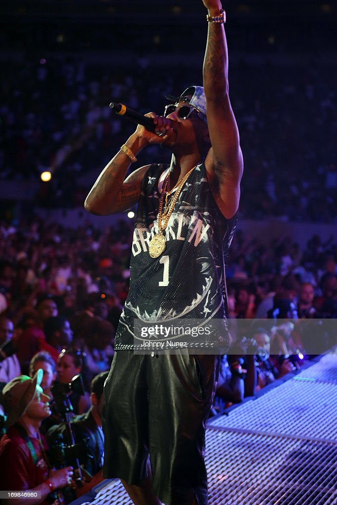 <a gi-track='captionPersonalityLinkClicked' href=/galleries/search?phrase=Fabolous&family=editorial&specificpeople=215255 ng-click='$event.stopPropagation()'>Fabolous</a> performs during HOT 97 Summer Jam XX at MetLife Stadium on June 2, 2013 in East Rutherford, New Jersey.
