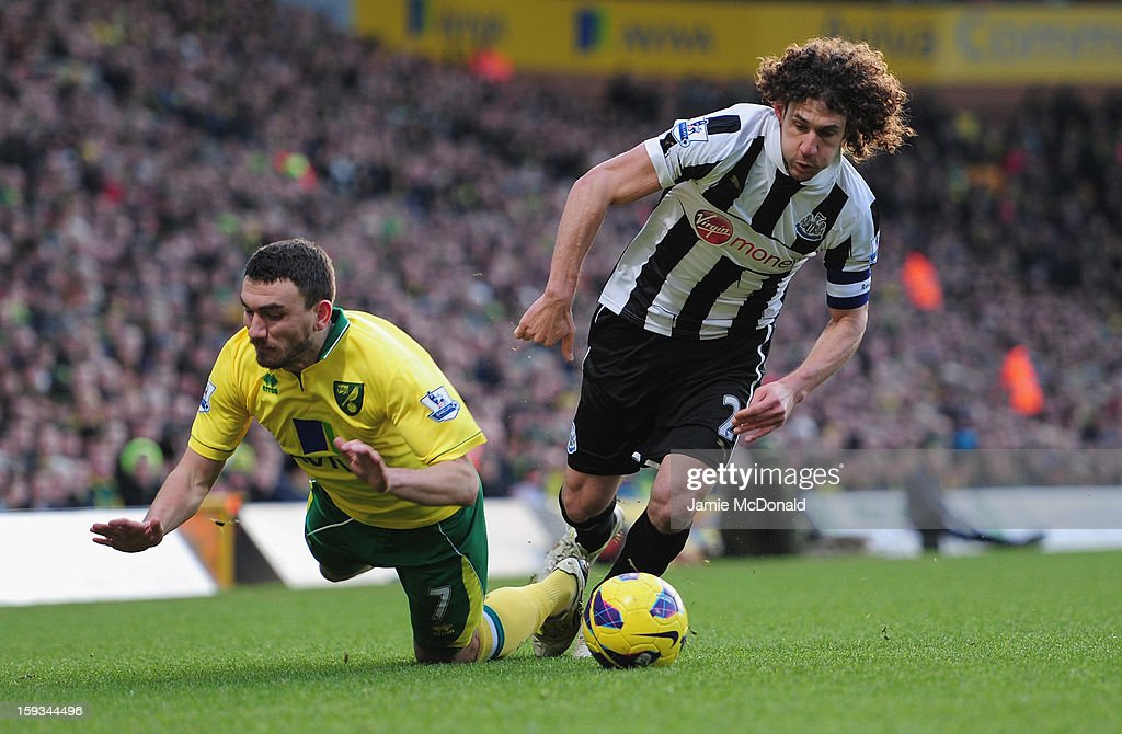 Fabricio Coloccini of Newcastle United battles with Robert Snodgrass of Norwich City during the Barclays Premier League match between Norwich City and Newcastle United at Carrow Road on January 12, 2013 in Norwich, England.