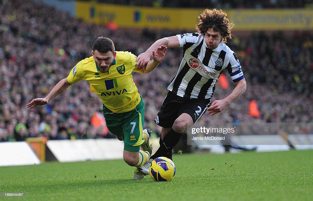 <a gi-track='captionPersonalityLinkClicked' href=/galleries/search?phrase=Fabricio+Coloccini&family=editorial&specificpeople=469707 ng-click='$event.stopPropagation()'>Fabricio Coloccini</a> of Newcastle United battles with <a gi-track='captionPersonalityLinkClicked' href=/galleries/search?phrase=Robert+Snodgrass&family=editorial&specificpeople=5488953 ng-click='$event.stopPropagation()'>Robert Snodgrass</a> of Norwich City during the Barclays Premier League match between Norwich City and Newcastle United at Carrow Road on January 12, 2013 in Norwich, England.