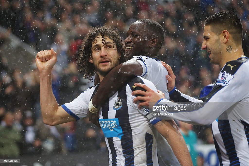 Fabricio Coloccini (1st L) of Newcastle United celebrates scoring his team's first goal with his team mates during the Barclays Premier League match between Newcastle United and Aston Villa at St James' Park on December 19, 2015 in Newcastle upon Tyne, England.