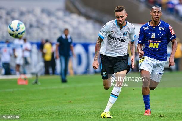 Fabricio of Cruzeiro and Luan of Gremio battle for the ball during a match between Cruzeiro and Gremio as part of Brasileirao Series A 2015 at...