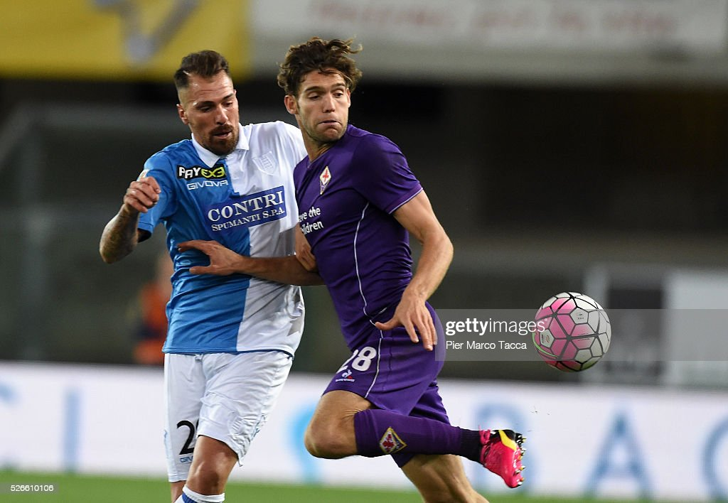 Fabrizio Cacciatore of AC Chievo competes for the ball with <a gi-track='captionPersonalityLinkClicked' href=/galleries/search?phrase=Marcos+Alonso&family=editorial&specificpeople=3648323 ng-click='$event.stopPropagation()'>Marcos Alonso</a> of ACF Fiorentinaduring the Serie A match between AC Chievo Verona and ACF Fiorentina at Stadio Marc'Antonio Bentegodi on April 30, 2016 in Verona, Italy.