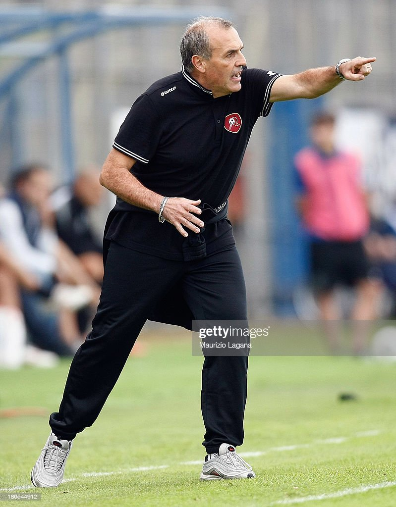 Fabrizio Castori head coach of Reggina gestures during the Serie B match between US Latina and Reggina Calcio at Stadio Domenico Francioni on November 1, 2013 in Latina, Italy.