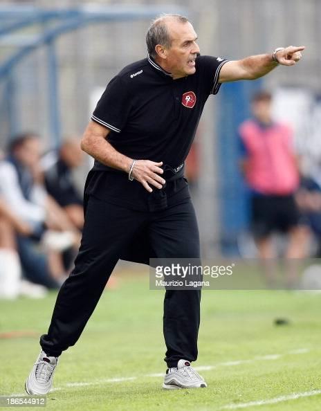 Fabrizio Castori head coach of Reggina gestures during the Serie B match between US Latina and Reggina Calcio at Stadio Domenico Francioni on...