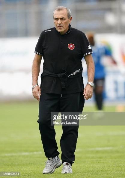 Fabrizio Castori head coach of Reggina looks on during the Serie B match between US Latina and Reggina Calcio at Stadio Domenico Francioni on...