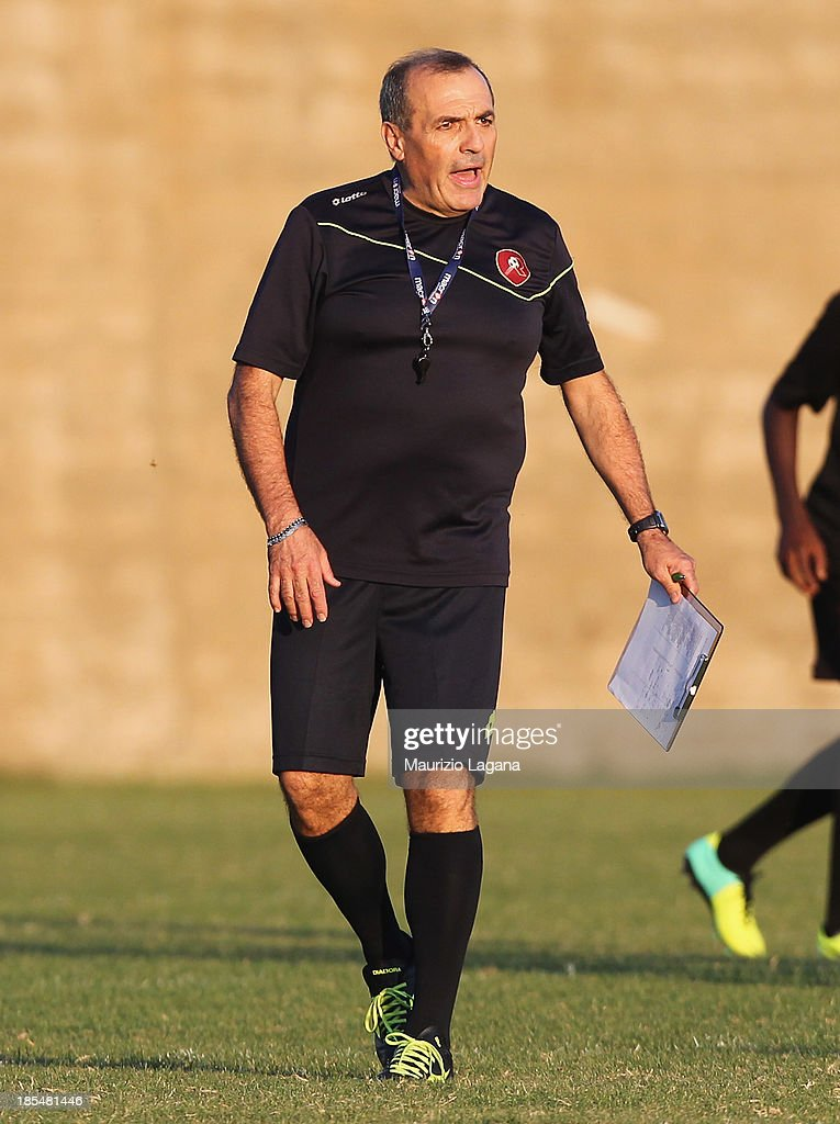 Fabrizio Castori new head coach of Reggina attends at Training Session at Sant'Agata Sporting Center on October 21 2013 in Reggio Calabria Italy