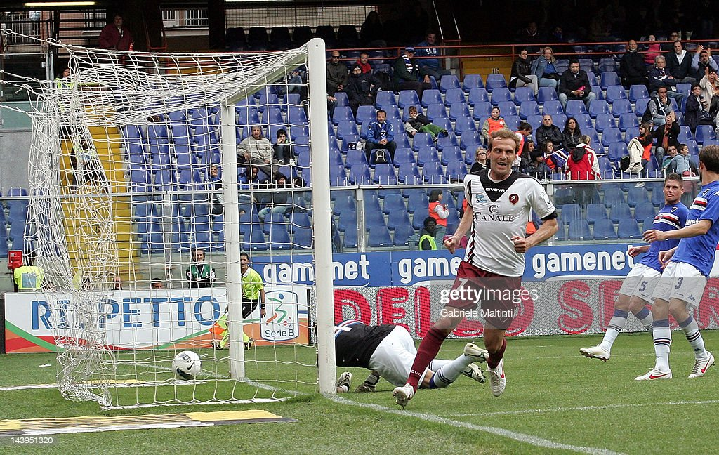 Fabrizio Melara of Reggina Calcio celebrates the goal during the Serie B match between UC Sampdoria and Reggina Calcio at Luigi Ferraris Stadium on...