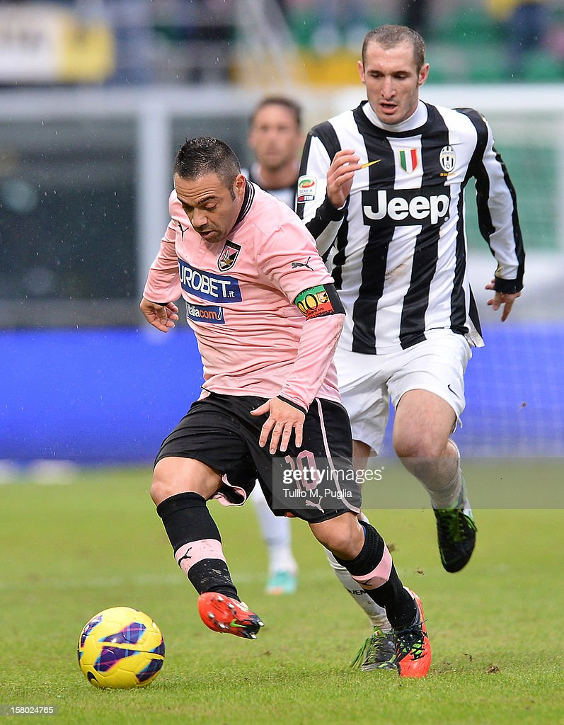 <a gi-track='captionPersonalityLinkClicked' href=/galleries/search?phrase=Fabrizio+Miccoli&family=editorial&specificpeople=702434 ng-click='$event.stopPropagation()'>Fabrizio Miccoli</a> (L) of Palermo holds off the challenge from <a gi-track='captionPersonalityLinkClicked' href=/galleries/search?phrase=Giorgio+Chiellini&family=editorial&specificpeople=605793 ng-click='$event.stopPropagation()'>Giorgio Chiellini</a> of Juventus during the Serie A match between US Citta di Palermo v Juventus FC at Stadio Renzo Barbera on December 9, 2012 in Palermo, Italy.