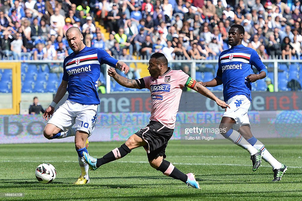 <a gi-track='captionPersonalityLinkClicked' href=/galleries/search?phrase=Fabrizio+Miccoli&family=editorial&specificpeople=702434 ng-click='$event.stopPropagation()'>Fabrizio Miccoli</a> (C) of Palermo in action during the Serie A match between UC Sampdoria and US Citta di Palermo at Stadio Luigi Ferraris on April 7, 2013 in Genoa, Italy.