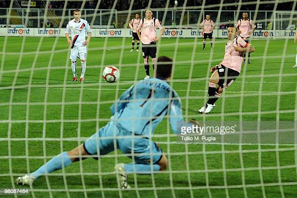 Fabrizio Miccoli of Palermo scores a penalty during the Serie A match between US Citta di Palermo and Bologna FC at Stadio Renzo Barbera on March 27...