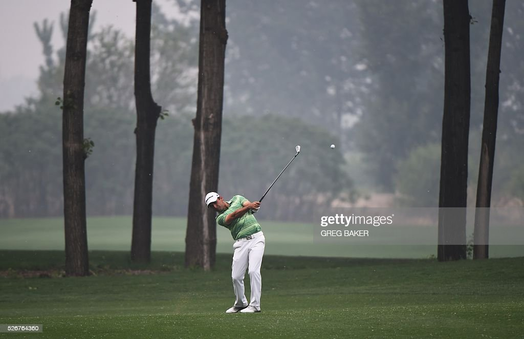 Fabrizio Zanotti of Paraguay hits a shot during the final round of the Volvo China Open golf tournament in Beijing on May 1, 2016. / AFP / GREG