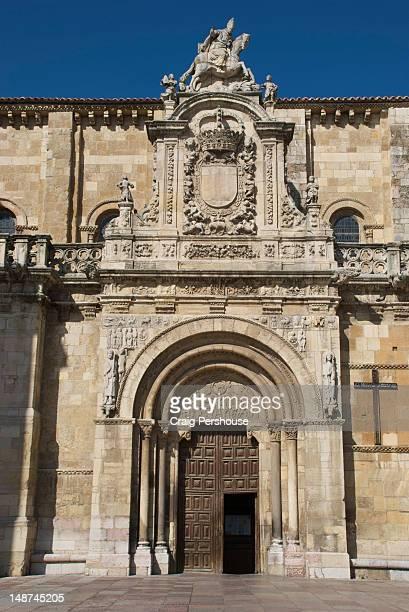 Facade and doorway of Real Basilica de San Isidoro.