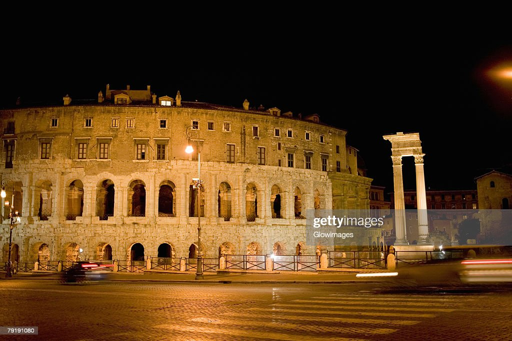 Facade of an amphitheater, Coliseum, Rome, Italy : Foto de stock