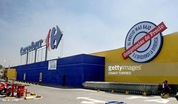Facade of one of the French supermarkets Carrefour in Mexico City 08 February 2005 The world number two of the distribution the French company...