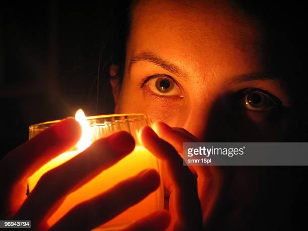 Gesicht in Kerzenlicht