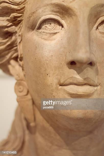 Visage d'une femme de l'époque romaine