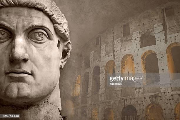 Faccia dell'imperatore Costantino e Coliseum