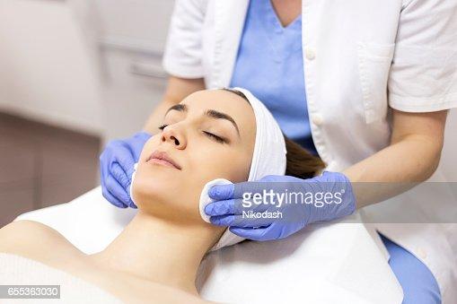 顔肌マッサージ洗浄 : ストックフォト