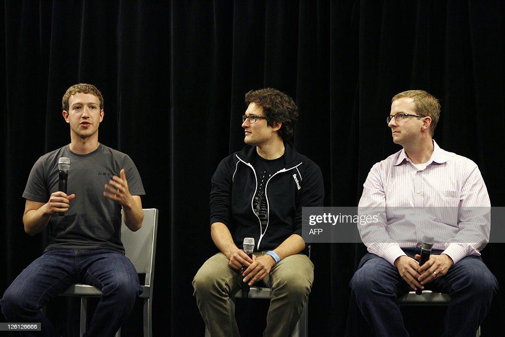 Facebook CEO Mark Zuckerberg (L) describes details of Facebook's new applications during the Facebook f8 Developer Conference at the San Francisco Design Center September 22, 2011 in San Francisco, California. AFP PHOTO/Kimihiro Hoshino
